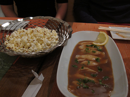Butterfish (oil fish) with palomitas (popcorn) for dipping and rooming