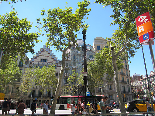 One of the famous Gaudi buildings in the background (Janet, do you remember seeing that one?)