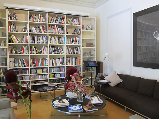 The main salon lounge with hundreds of books and a huge dvd library and projector/screen